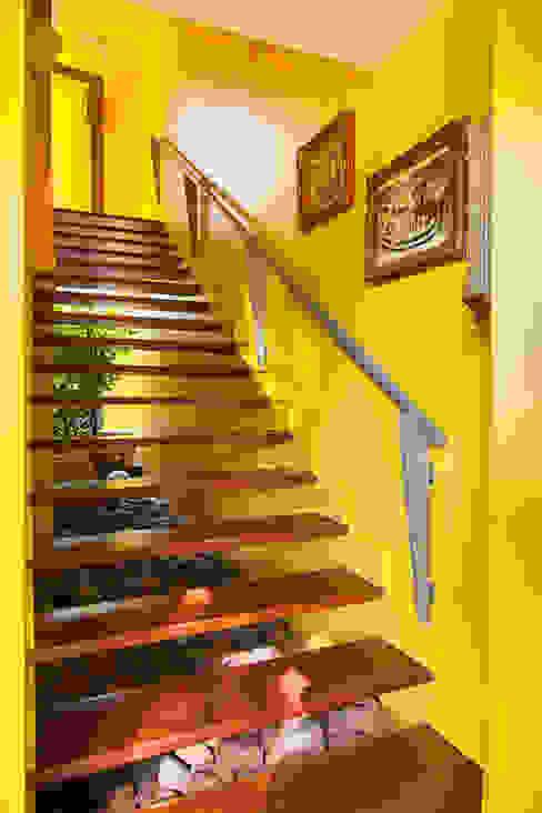 モダンスタイルの 玄関&廊下&階段 の Stemmer Rodrigues モダン