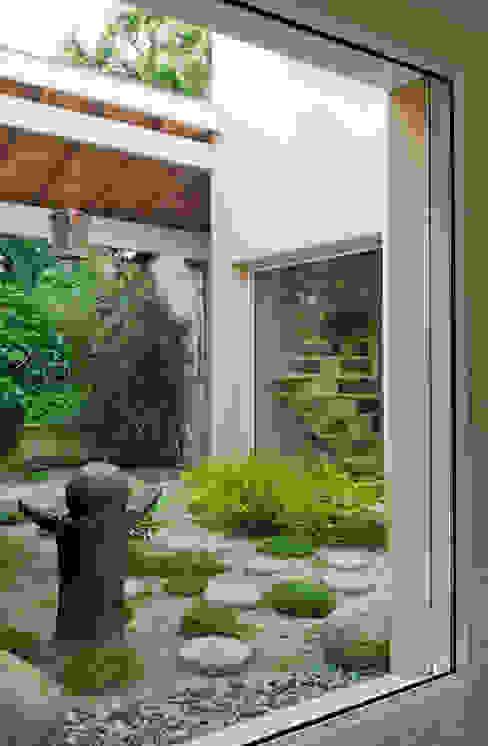 Coté petit jardin Jardin asiatique par Pierre Bernard Création Asiatique