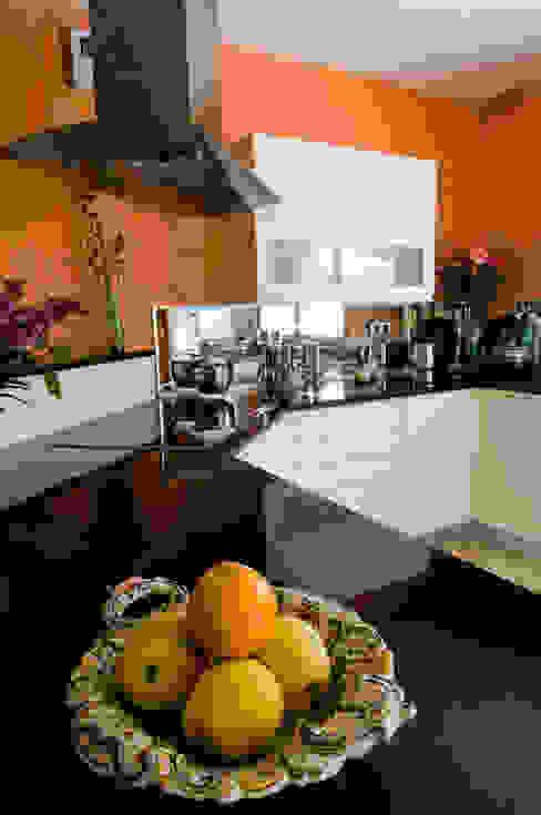 地中海デザインの キッチン の Pierre Bernard Création 地中海