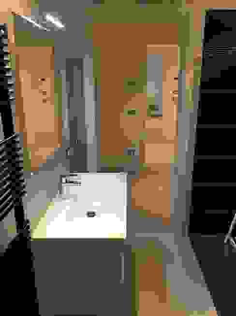 Ванная комната в стиле модерн от GEP gruppo edile padova di favaro mauro Модерн