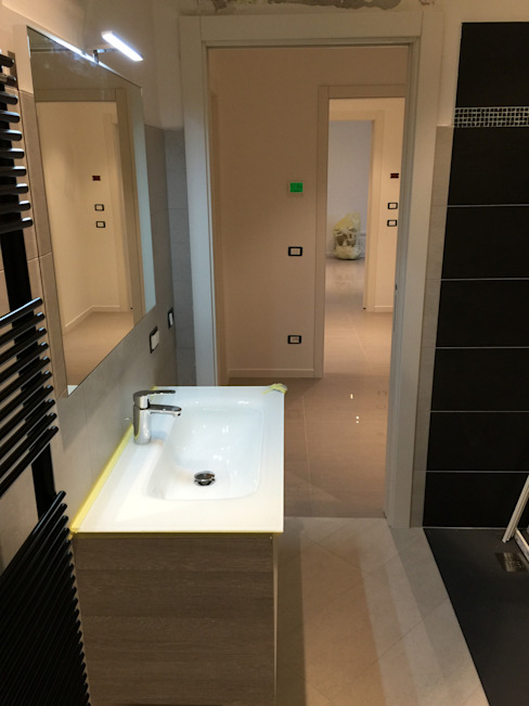 Salle de bain moderne par GEP gruppo edile padova di favaro mauro Moderne