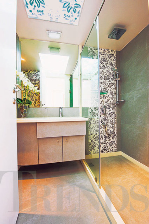 Modern style bathrooms by homify Modern Tiles