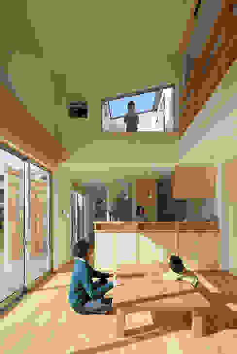 Living room by 田村の小さな設計事務所, Modern Wood Wood effect