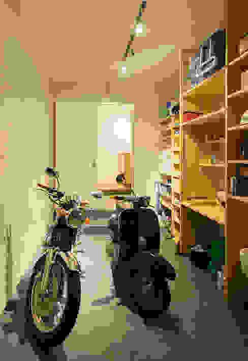 Garage/shed by 田村の小さな設計事務所, Modern Slate