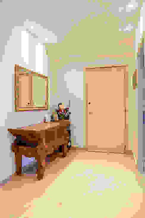 Pasillos y vestíbulos de estilo  por Luca Bucciantini Architettura d' interni , Minimalista