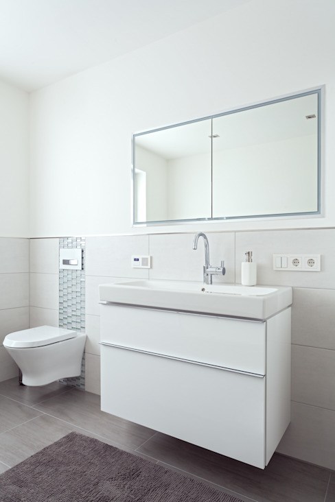 Classic style bathroom by ALBRECHT JUNG GMBH & CO. KG Classic