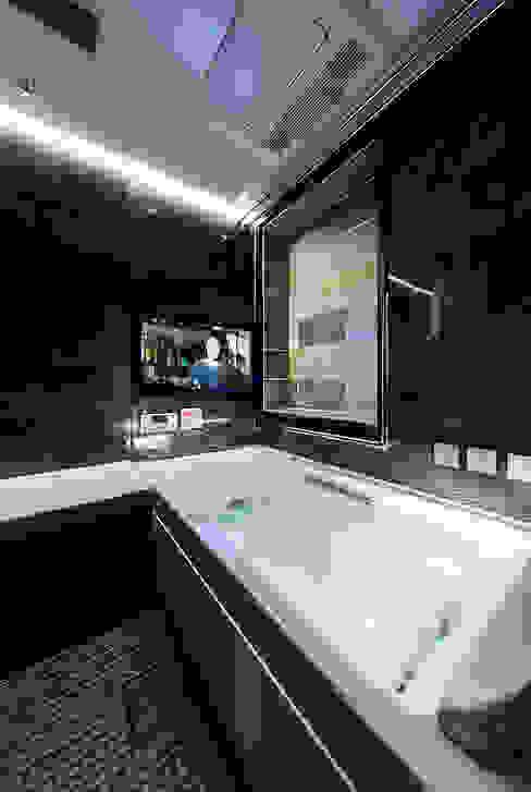 Phòng tắm phong cách châu Á bởi 一級建築士事務所haus Châu Á Nhựa