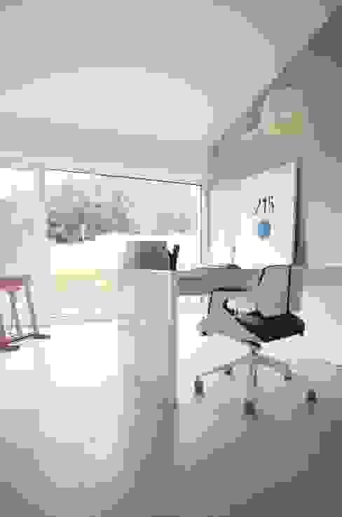 Рабочий кабинет в стиле модерн от Schiller Architektur BDA Модерн