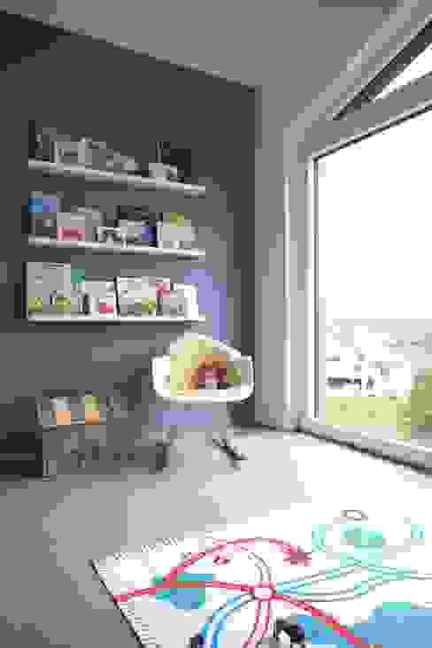 Chambre d'enfant moderne par Schiller Architektur BDA Moderne