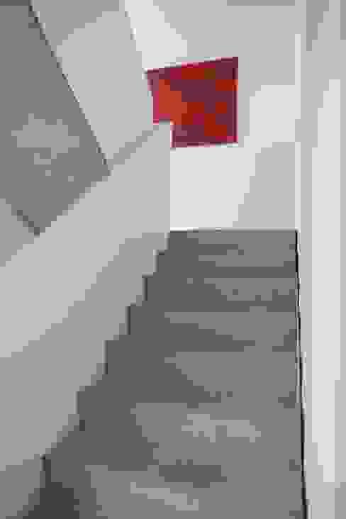 Projekty,  Korytarz, przedpokój zaprojektowane przez Schiller Architektur BDA, Nowoczesny