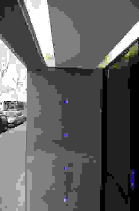 Mur lumineux Locaux commerciaux & Magasin modernes par Pierre Bernard Création Moderne