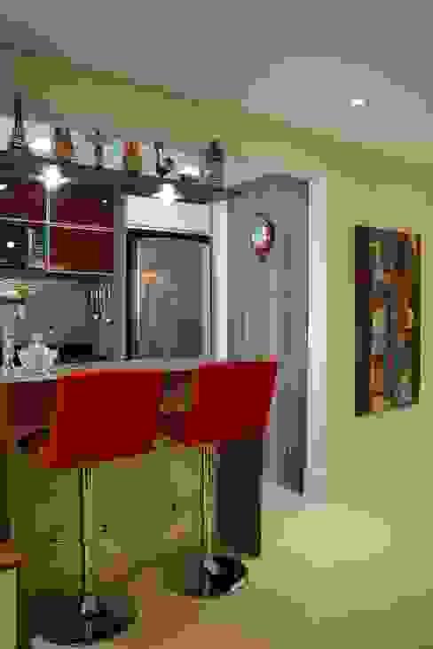 Cucina moderna di Expace - espaços e experiências Moderno