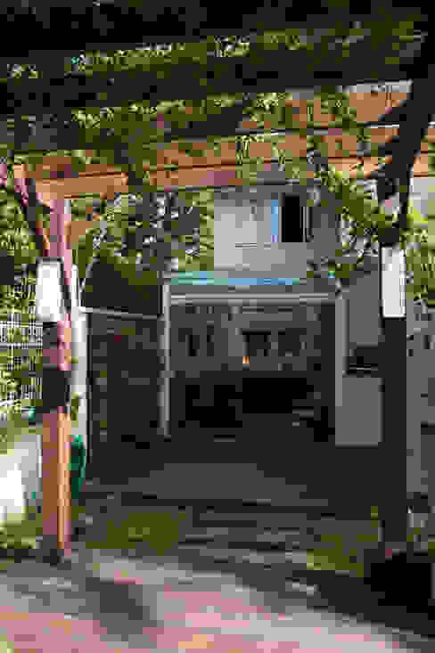 Expace - espaços e experiências Rustic style balcony, veranda & terrace Wood