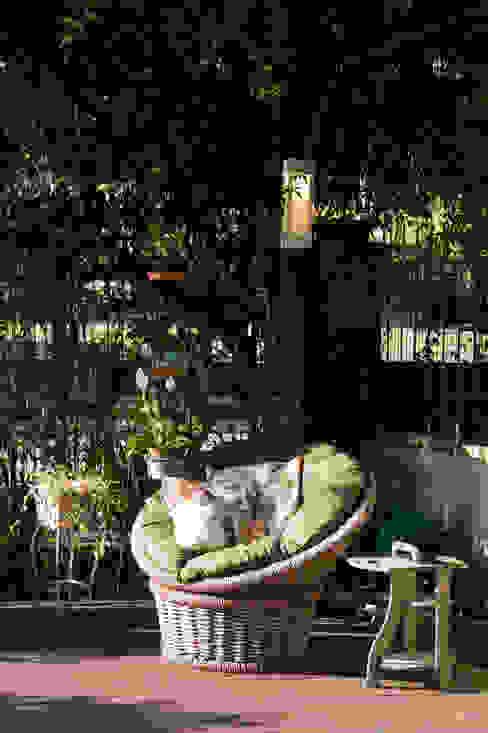 Expace - espaços e experiências Balkon, Beranda & Teras Gaya Rustic Kayu