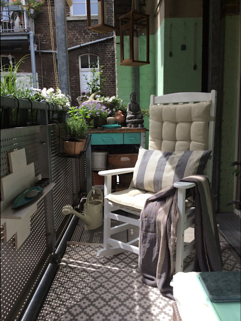 Balkon, Beranda & Teras Modern Oleh DIE BALKONGESTALTER Modern