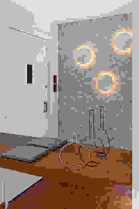 Ingresso & Corridoio in stile  di Ambienta Arquitetura