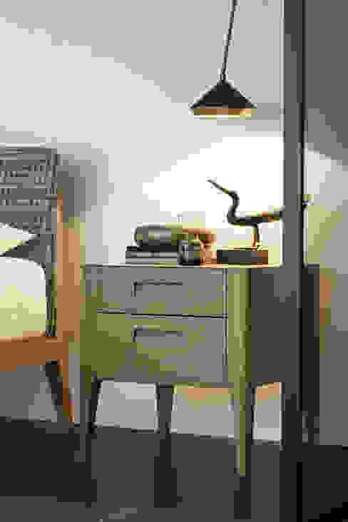 Giotto Nachttisch mit hohen Füßen Livarea Moderne Schlafzimmer Holz Bernstein/Gold