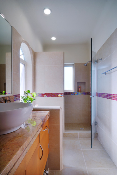 Colonial style bathroom by Excelencia en Diseño Colonial Granite