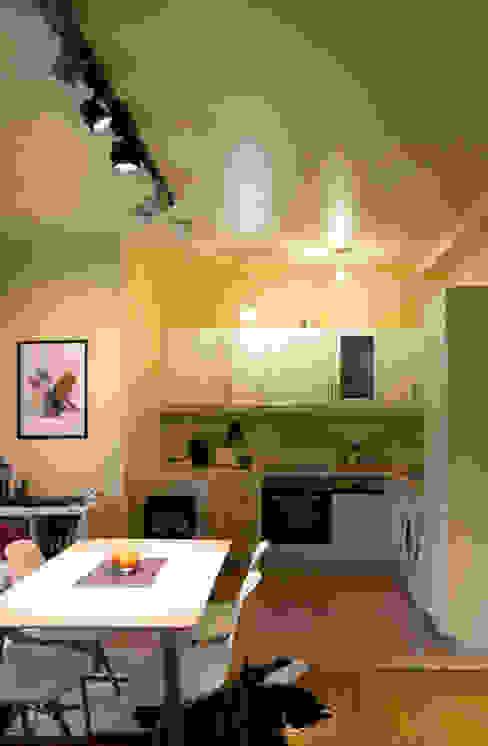 Decoración interior de vivienda en Berlín Столовая комната в стиле модерн от garcia navalon arquitecto Модерн