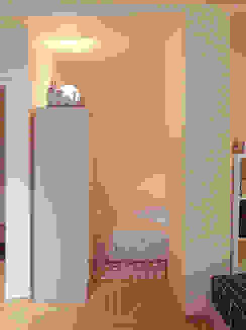Decoración interior de vivienda en Berlín Коридор, прихожая и лестница в модерн стиле от garcia navalon arquitecto Модерн