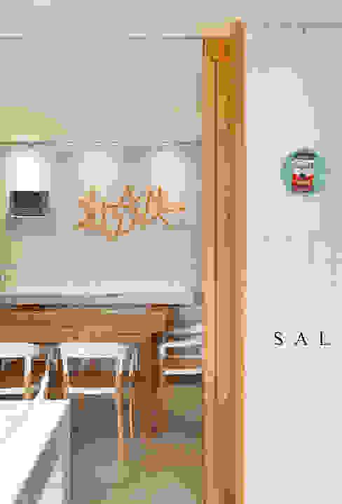 Apartamento Mar a Mar โดย Gisele Taranto Arquitetura โมเดิร์น