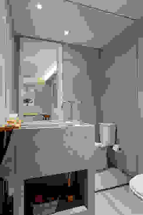 浴室 by Gisele Taranto Arquitetura, 現代風