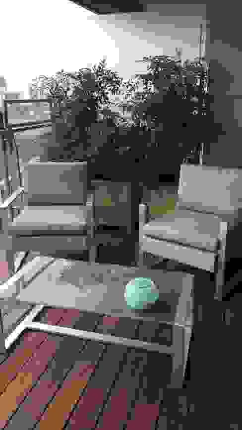 Une terrasse à Paris Balcon, Veranda & Terrasse classiques par DCPAYSAGE Classique Bambou Vert