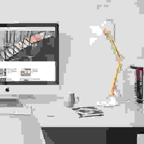 Schreibtischlampe für das Büro tomons Skandinavische Bürogebäude Holz Weiß