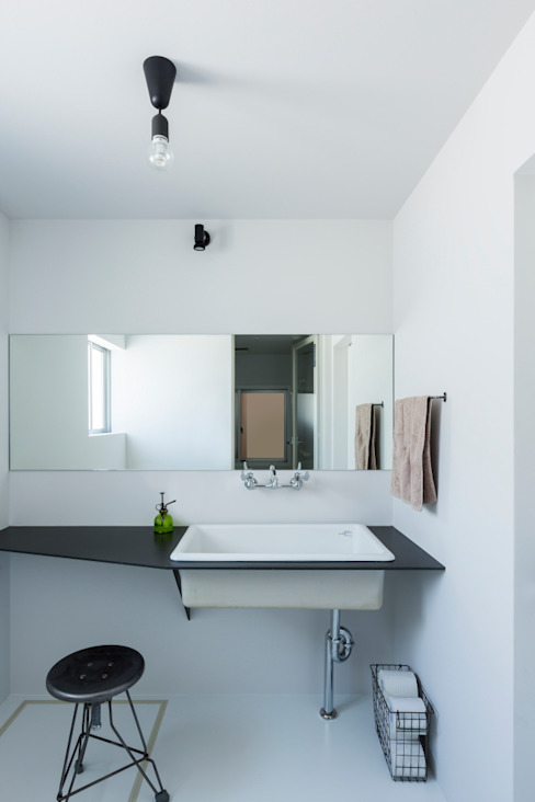 Rustic style bathroom by ALTS DESIGN OFFICE Rustic Iron/Steel