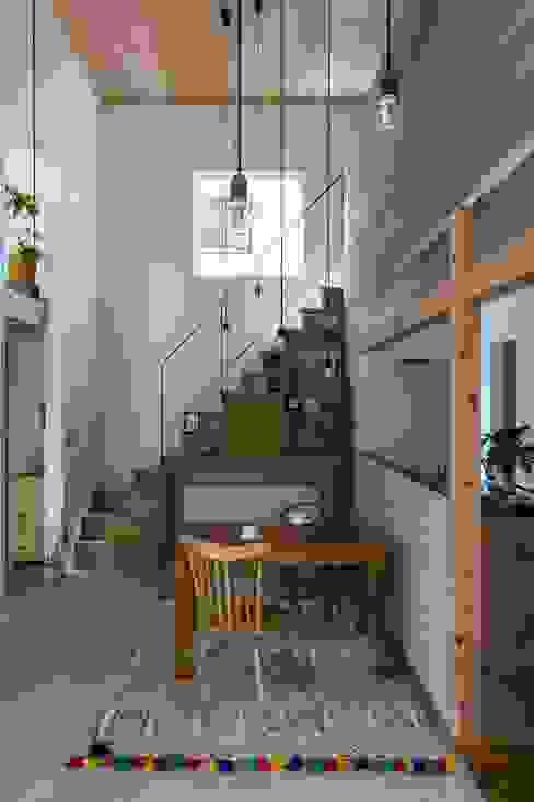 Pasillos y vestíbulos de estilo  por ALTS DESIGN OFFICE, Rústico Madera Acabado en madera