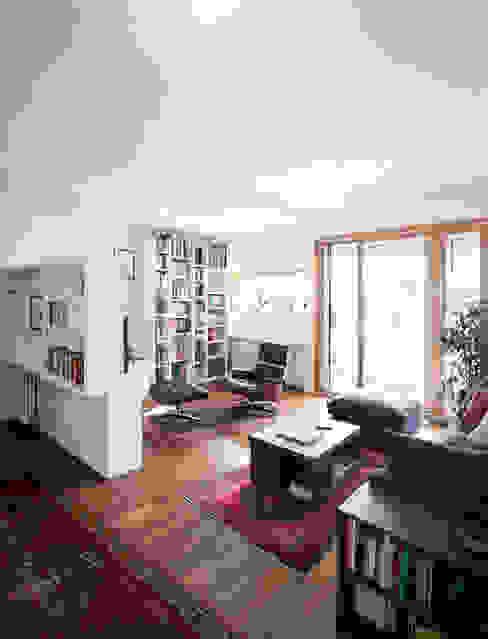 F House Soggiorno minimalista di EXiT architetti associati Minimalista