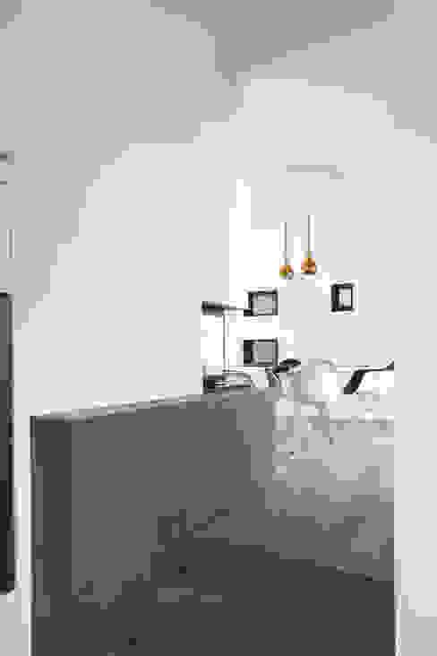 C House Soggiorno minimalista di EXiT architetti associati Minimalista
