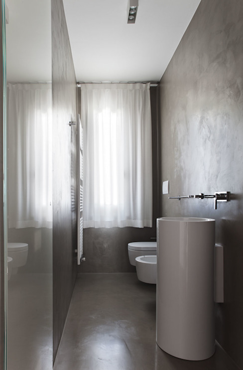 Minimalist style bathrooms by EXiT architetti associati Minimalist