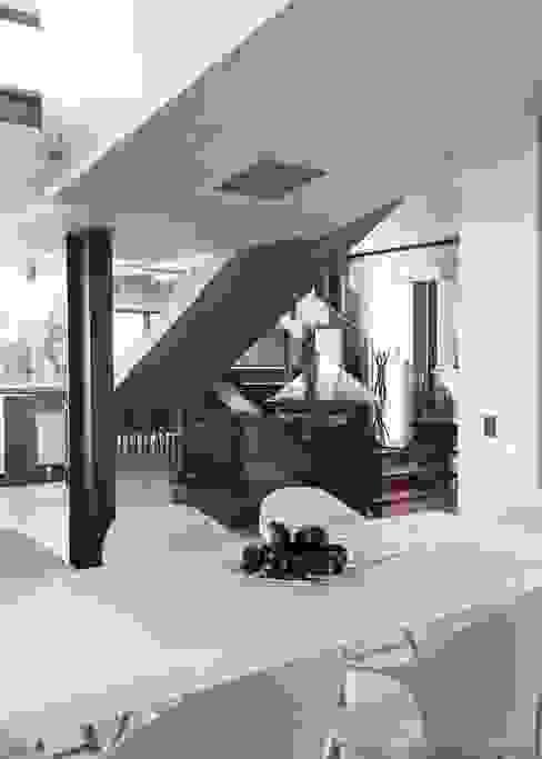 Concrete House Nowoczesny korytarz, przedpokój i schody od Nico Van Der Meulen Architects Nowoczesny