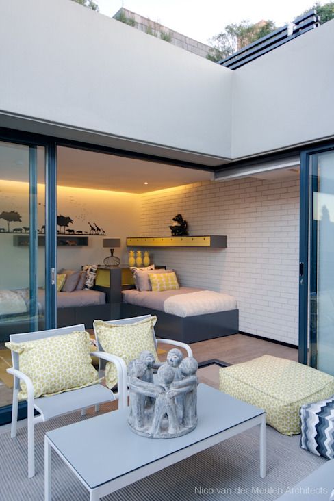 Concrete House Nowoczesna sypialnia od Nico Van Der Meulen Architects Nowoczesny