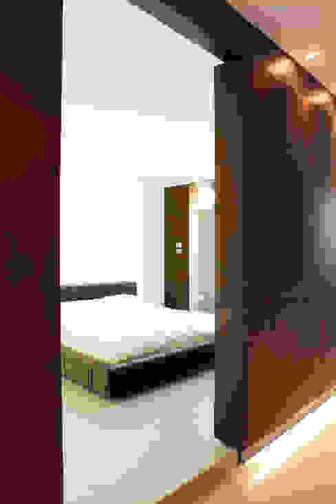 LOFT CUBE Camera da letto moderna di Studio Fabio Fantolino Moderno