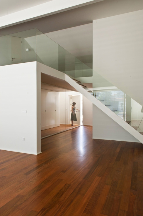 Коридор, прихожая и лестница в стиле минимализм от rui ventura | [v2a+e] Минимализм