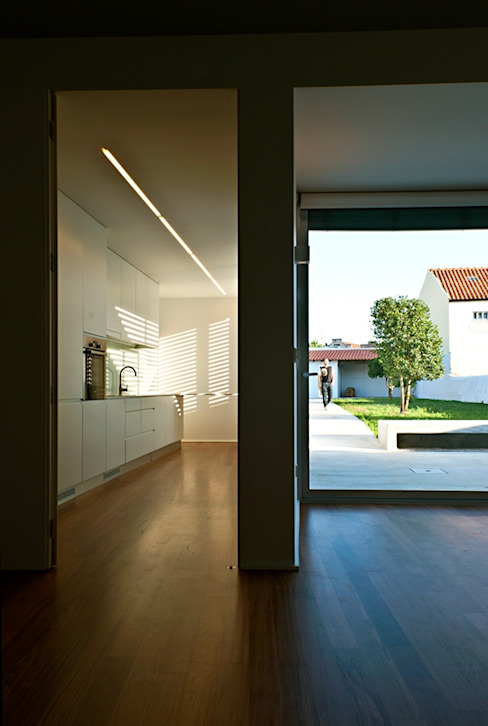 pa_house Cozinhas minimalistas por rui ventura | [v2a+e] Minimalista