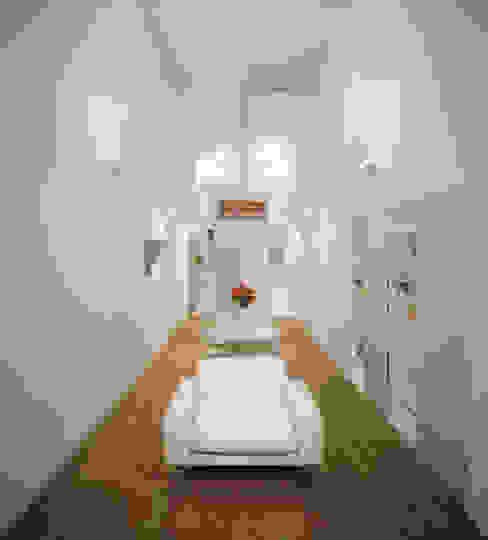 Modern living room by 星設計室 Modern