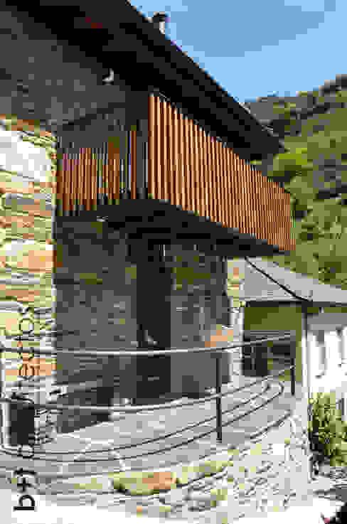 Exterior. Terraza y balcón Casas de estilo rural de b+t arquitectos Rural