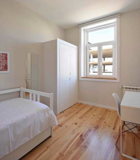 Dormitorios de estilo moderno de Alessandro Pepe Arquitecto Moderno Madera Acabado en madera