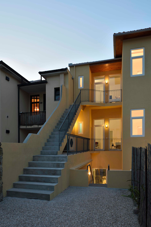 Casas de estilo moderno de Alessandro Pepe Arquitecto Moderno Aglomerado