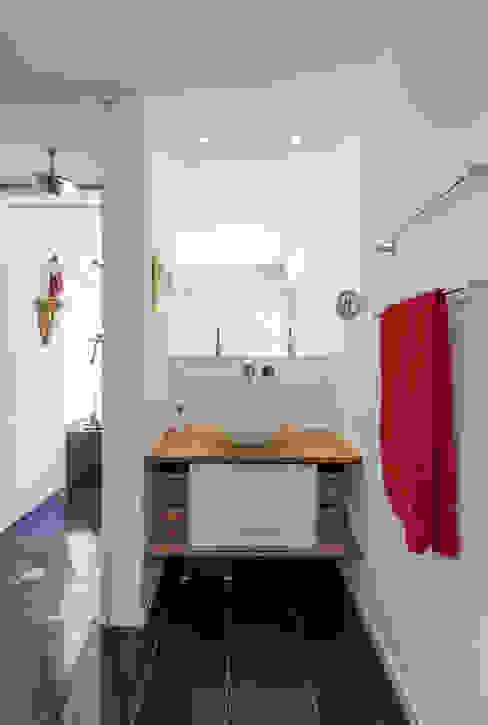 Nowoczesna łazienka od KitzlingerHaus GmbH & Co. KG Nowoczesny