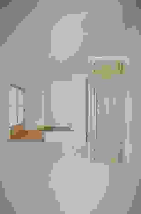 コノジノイエ 岩田建築アトリエ モダンスタイルの 玄関&廊下&階段