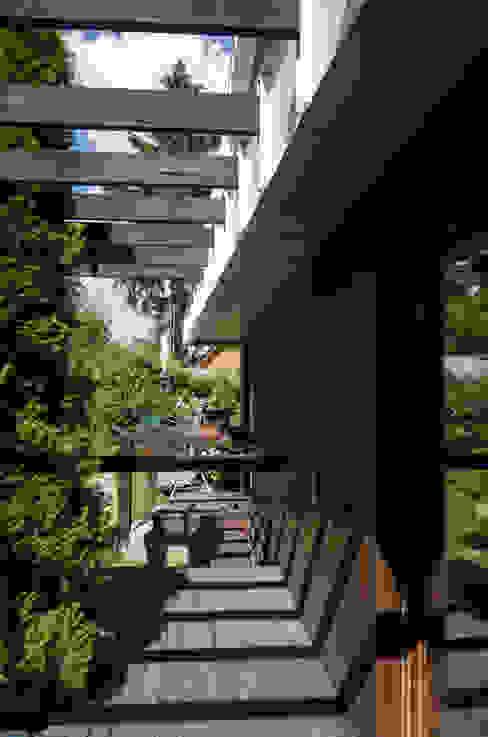 Summer house reconstruction. Pushkino. Балкон и терраса в стиле минимализм от baboshin.com Минимализм