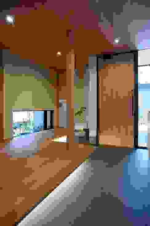 玄関・ホール モダンスタイルの 玄関&廊下&階段 の 荒井好一郎建築設計室 モダン