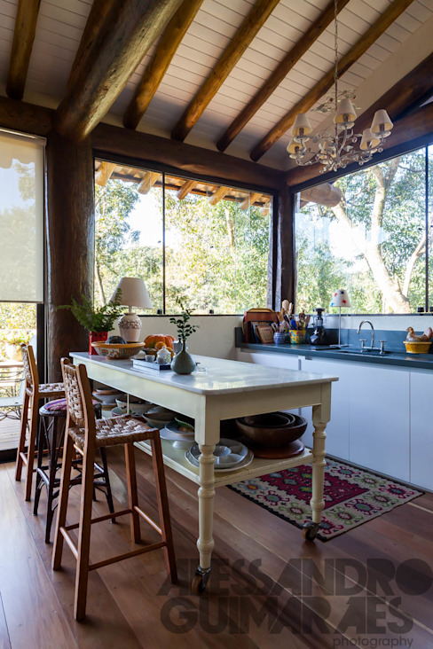 Rustic style kitchen by SCALI & MENDES ARQUITETURA SUSTENTAVEL Rustic