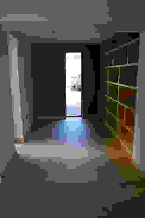 Study & oak shelves built into former carport. Modern study/office by Matheson Mackenzie Ross Architects Modern Wood Wood effect