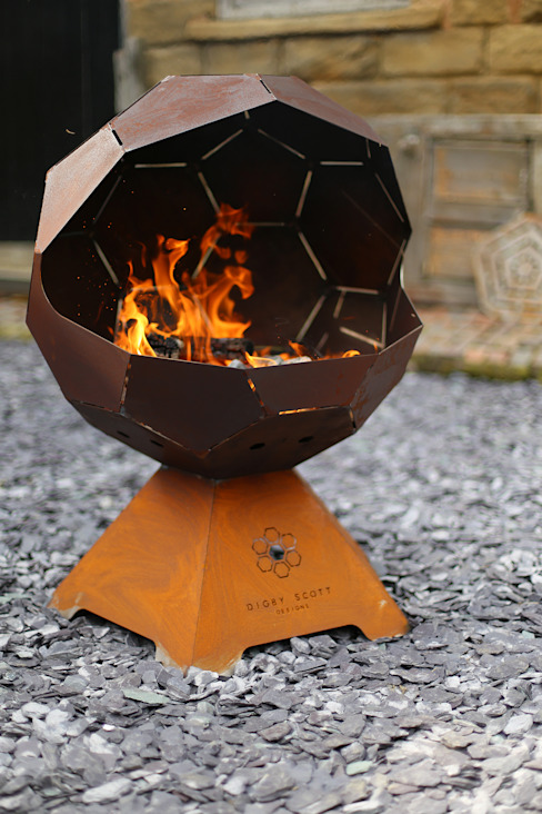 The Football Barbecue and Fire Pit de Digby Scott Designs Moderno Hierro/Acero