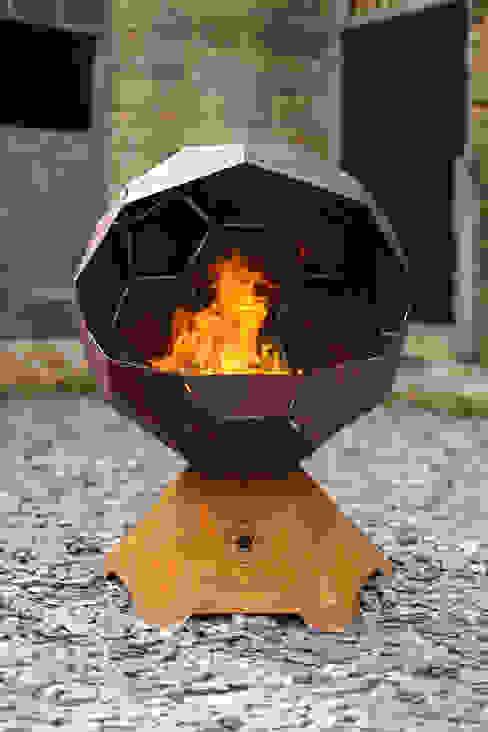 The Football Barbecue and Fire Pit par Digby Scott Designs Moderne Fer / Acier